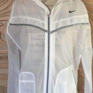 Nike women's lightweight windbreaker. Size L. NWOT